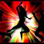 Körper in der Energie des Rhythmus, der Frequenz der Liebe und in Resonanz mit den Energiekörpern